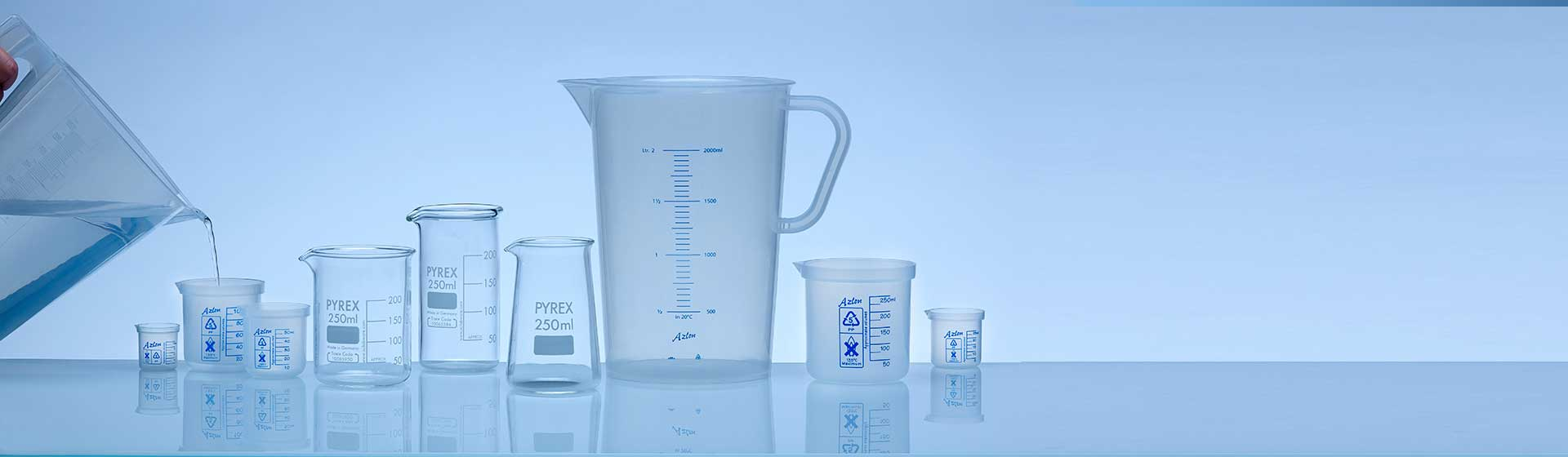 Stackable beakers